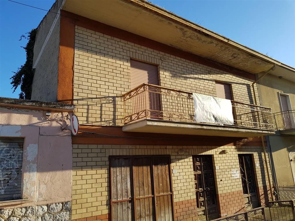 Casa semi indipendente, San Michele, Pratola Serra, da ristrutturare