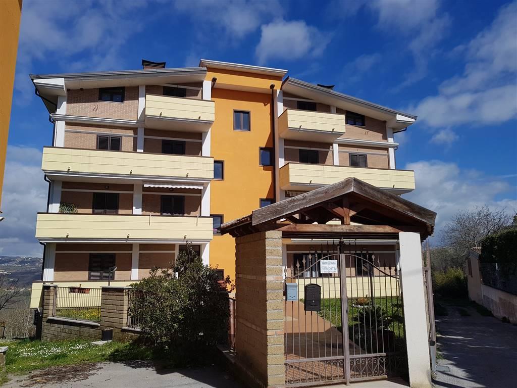 Appartamento in vendita a Lapio, 4 locali, zona Zona: Casale Monaci, prezzo € 110.000   CambioCasa.it