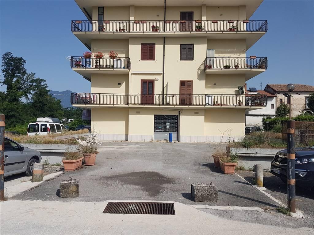 Negozio / Locale in affitto a Atripalda, 2 locali, prezzo € 1.500 | CambioCasa.it