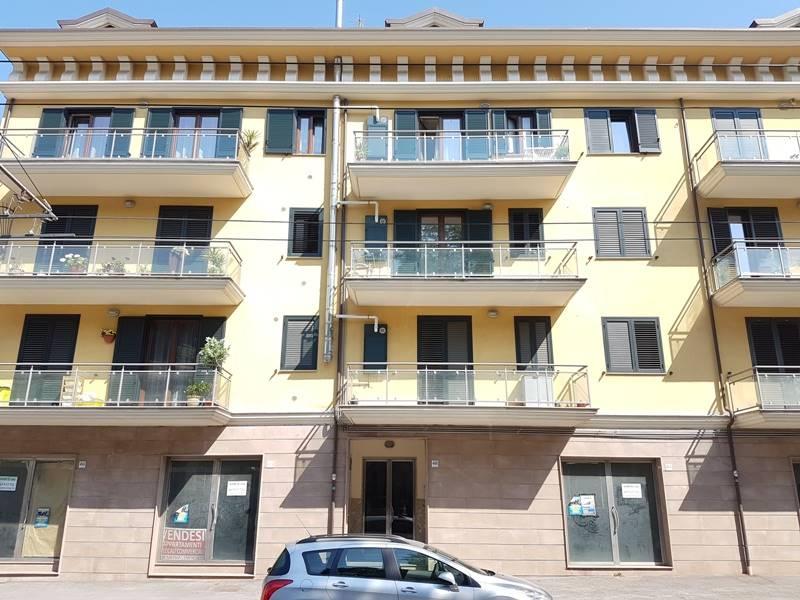 Negozio / Locale in affitto a Avellino, 9999 locali, zona Zona: Semicentro, prezzo € 800 | CambioCasa.it