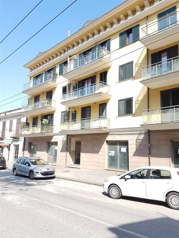 Negozio / Locale in affitto a Avellino, 9999 locali, zona Zona: Semicentro, prezzo € 900 | CambioCasa.it