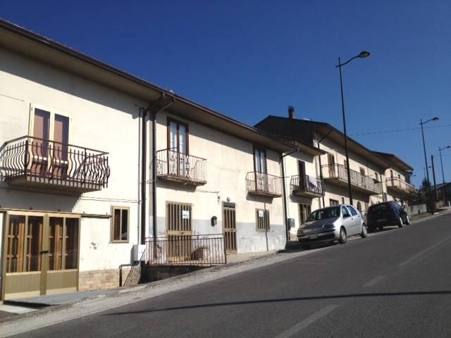 Soluzione Semindipendente in vendita a Montefusco, 8 locali, zona Zona: Serra, prezzo € 65.000 | CambioCasa.it