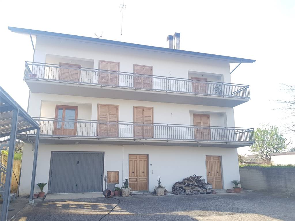 Soluzione Indipendente in affitto a Torre Le Nocelle, 5 locali, zona Zona: Felette, prezzo € 300 | CambioCasa.it
