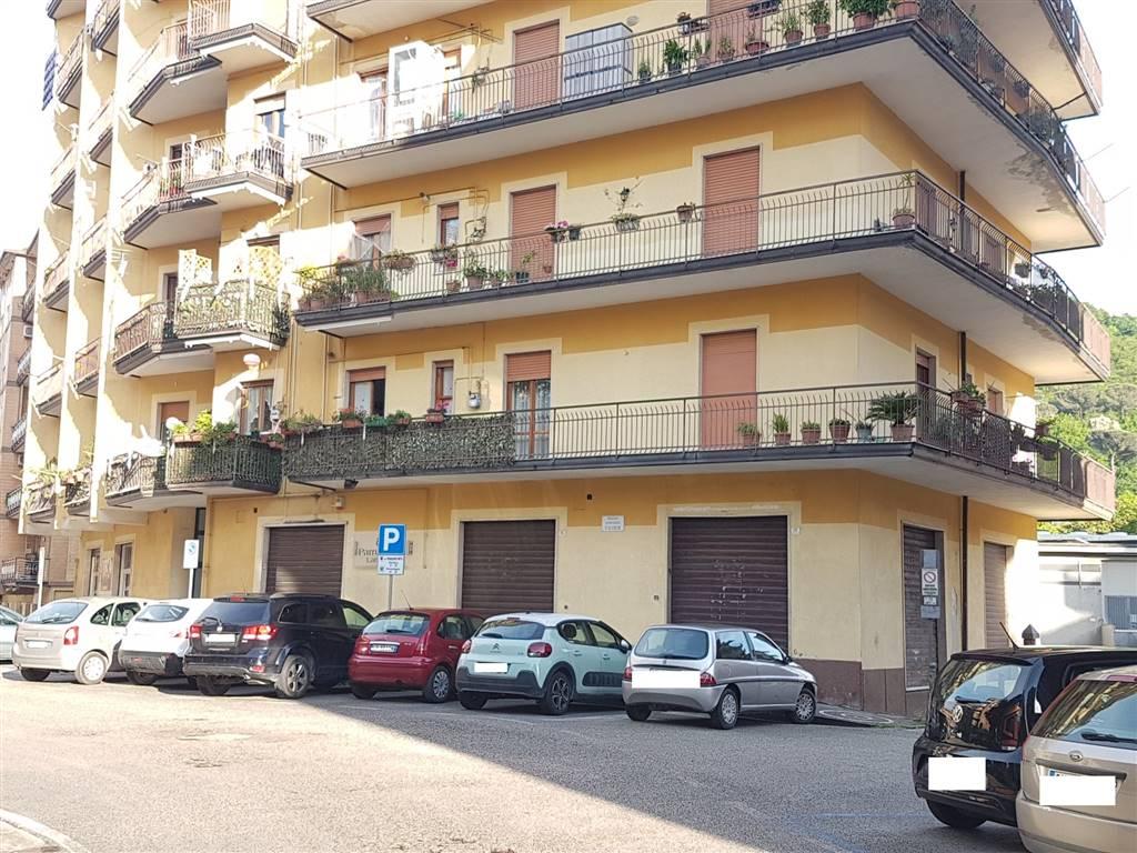 Negozio / Locale in affitto a Atripalda, 1 locali, prezzo € 400 | CambioCasa.it