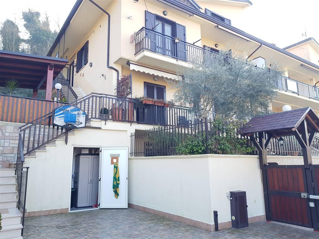 Villa a schiera in Via Parco Giuseppe Verdi, Pratola, Pratola Serra