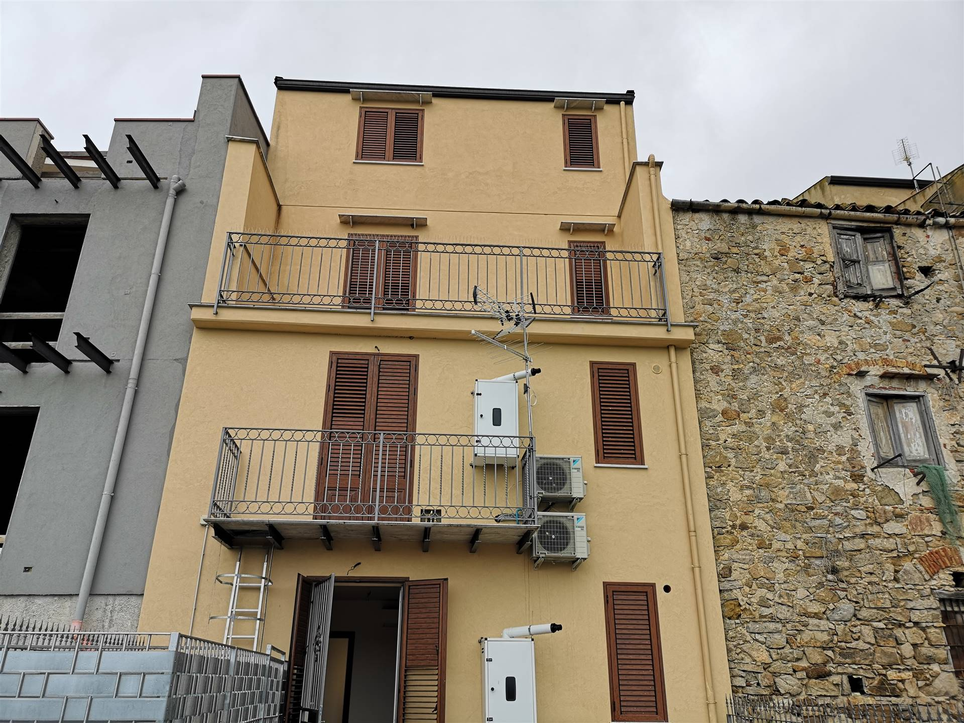 CACCAMO, Apartment for rent of 100 Sq. mt., Restored, Heating Individual heating system, Energetic class: G, Epi: 137,8 kwh/m2 year, placed at Ground,