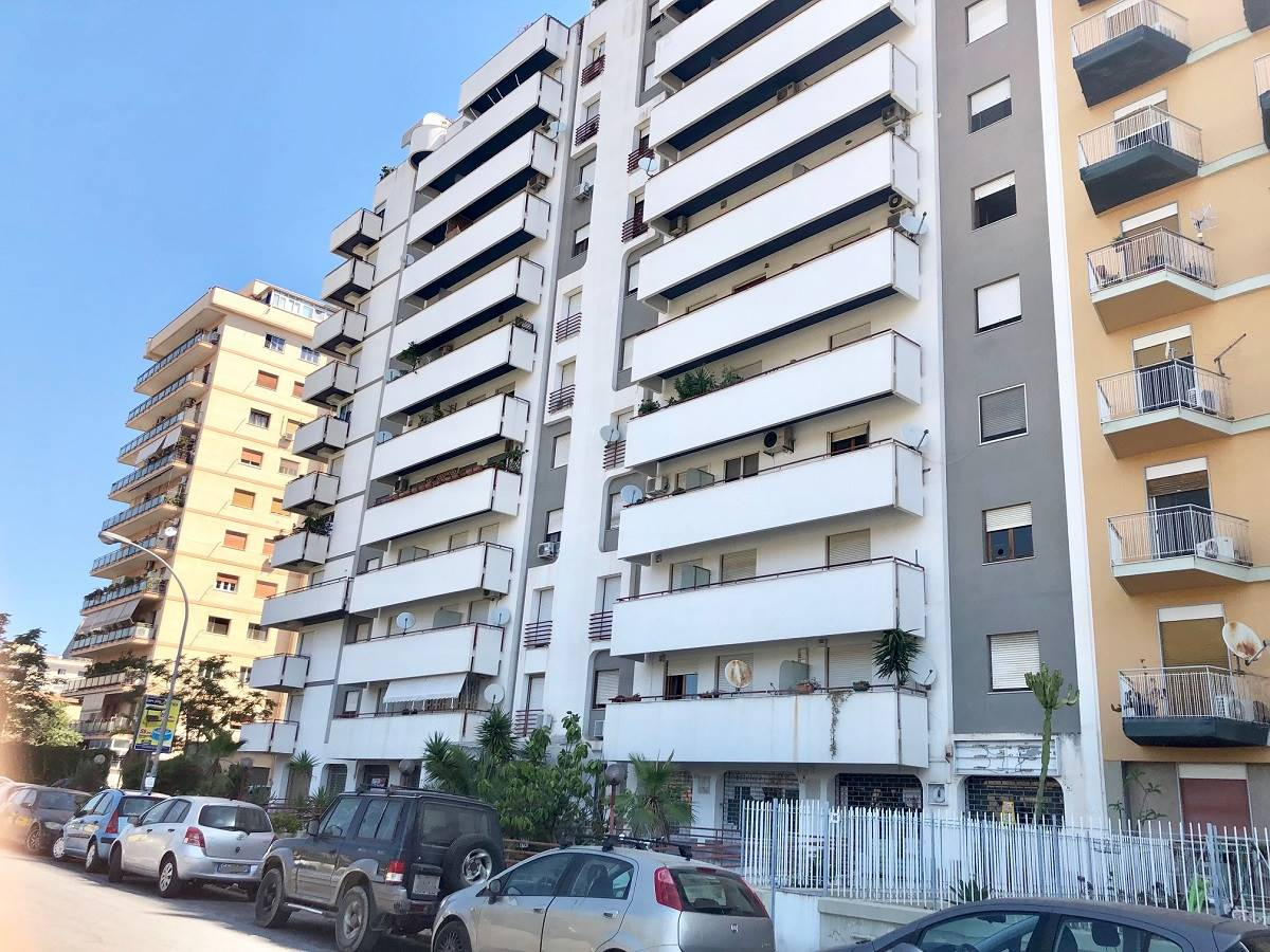 LIBERTÀ, PALERMO, Shop for sale of 30 Sq. mt., Energetic class: G, Epi: 0 kwh/m3 year, placed at Ground, composed by: 1 Room, 1 Bathroom, Price: € 29,
