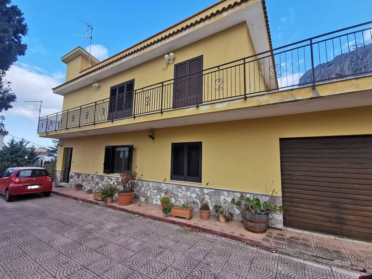 Appartamento in vendita a Carini, 10 locali, zona Località: GIUMMARI, prezzo € 228.000 | PortaleAgenzieImmobiliari.it