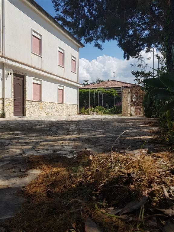 Villa in vendita a Campofelice di Roccella, 8 locali, prezzo € 210.000 | CambioCasa.it