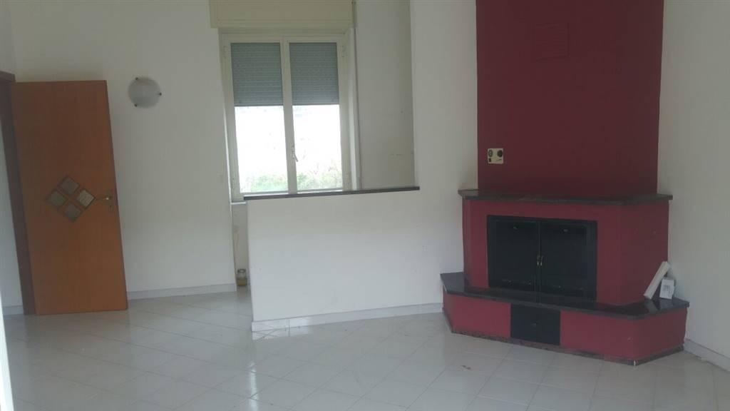Appartamento in vendita a Nocera Superiore, 4 locali, prezzo € 125.000   CambioCasa.it