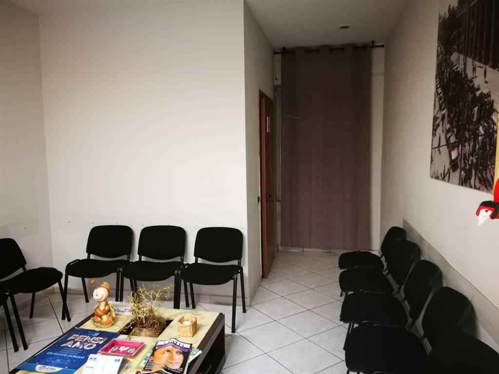 Ufficio / Studio in affitto a Cava de' Tirreni, 5 locali, prezzo € 800 | CambioCasa.it