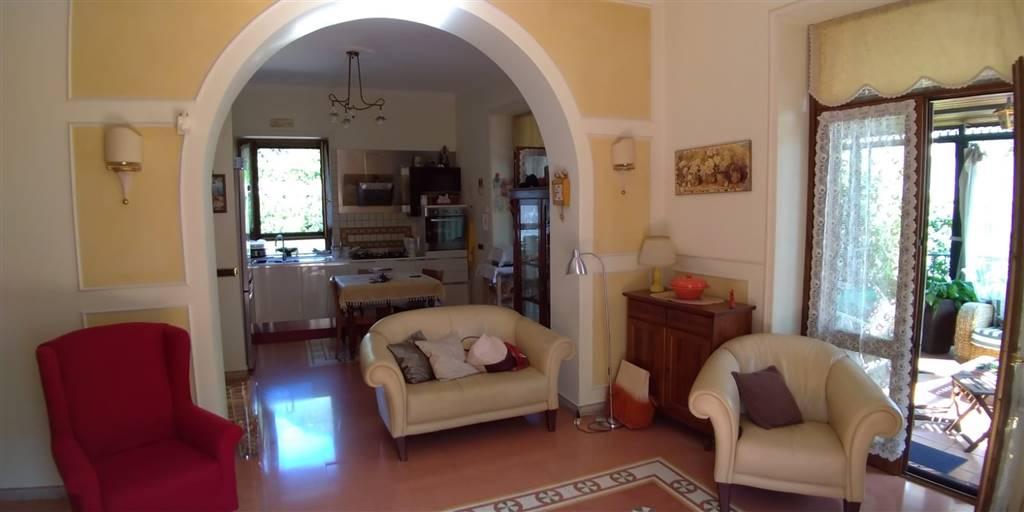 Appartamento in vendita a Cava de' Tirreni, 7 locali, prezzo € 439.000 | PortaleAgenzieImmobiliari.it