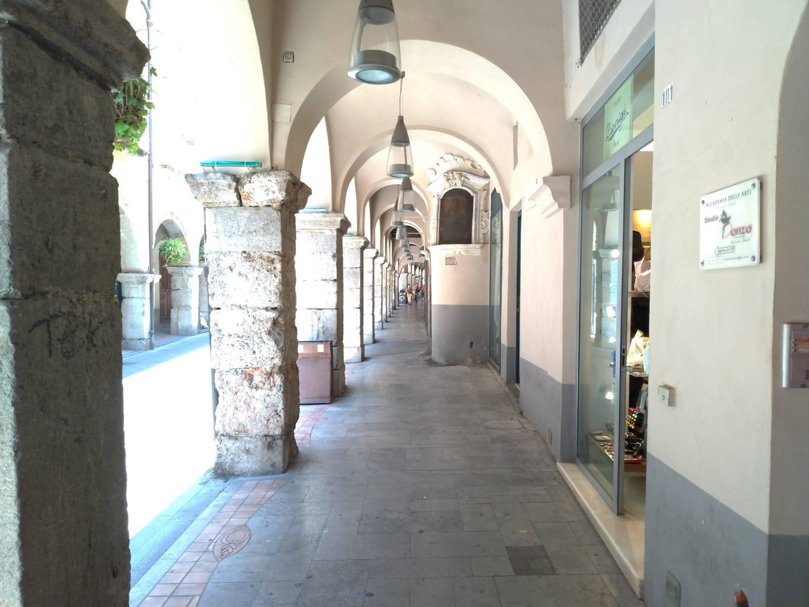 CAVA DE' TIRRENI, Negozio in affitto di 12 Mq, Buone condizioni, Classe energetica: G, posto al piano Terra, composto da: , 1 Bagno, Prezzo: € 800