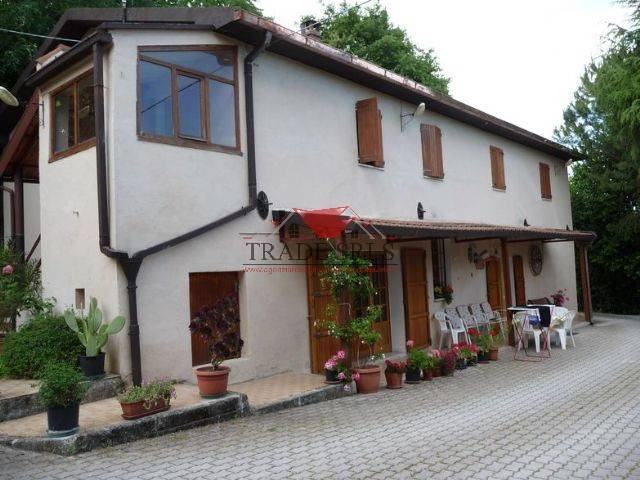 Colonica, Casine Di Paterno, Ancona, abitabile