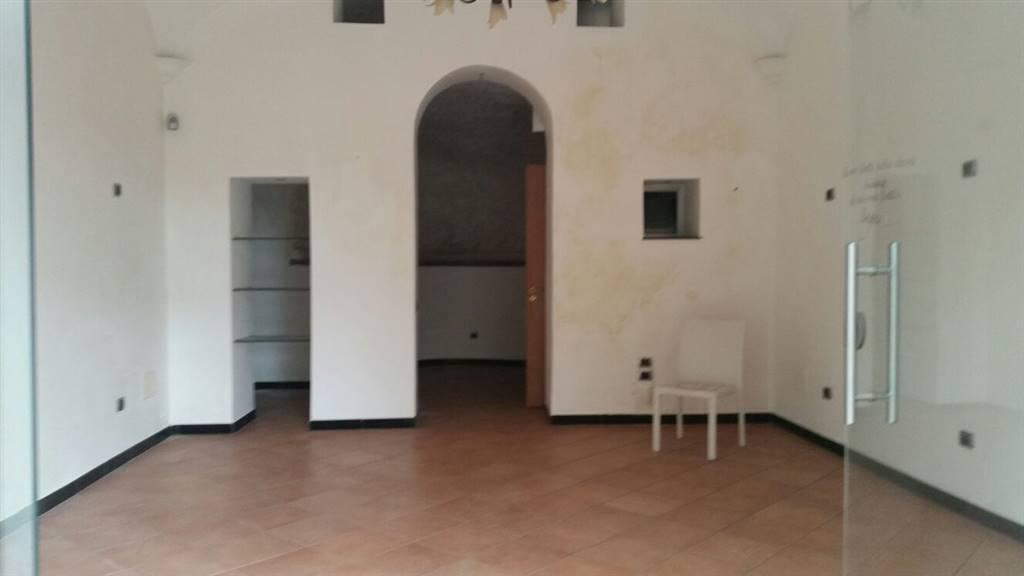 Negozio / Locale in affitto a Salerno, 1 locali, zona Località: IRNO / CALCEDONIA/ PETROSINO, prezzo € 450 | CambioCasa.it