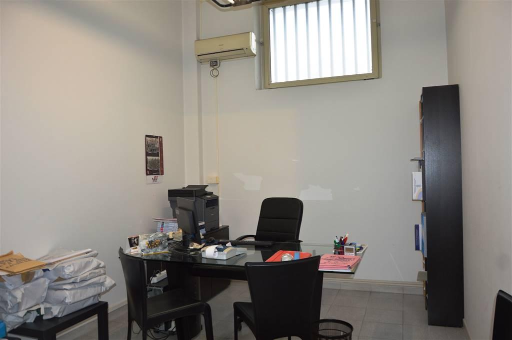 Negozio / Locale in vendita a Salerno, 3 locali, zona Località: IRNO / CALCEDONIA/ PETROSINO, prezzo € 75.000 | CambioCasa.it