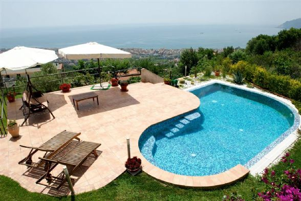 Villa in affitto a Salerno, 4 locali, zona Località: GIOVI, prezzo € 1.300   CambioCasa.it