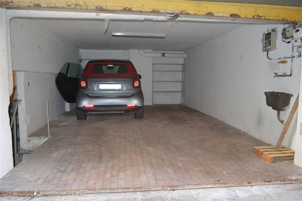 Box / Garage in affitto a Salerno, 1 locali, zona Zona: Carmine, prezzo € 300   CambioCasa.it
