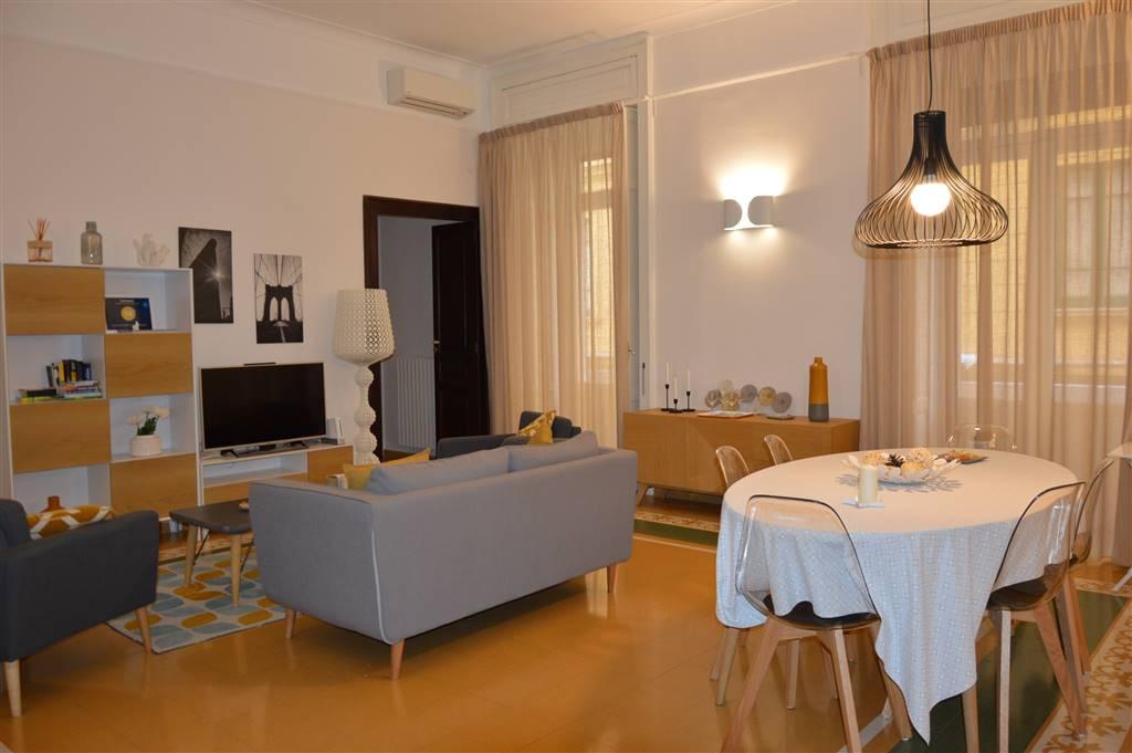 Appartamento in affitto a Salerno, 5 locali, zona Zona: Centro, prezzo € 1.300   CambioCasa.it