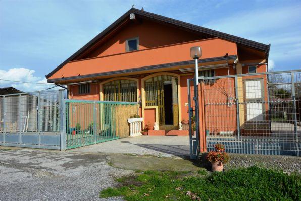Villa in vendita a Pontecagnano Faiano, 8 locali, zona Località: MAGAZZENO, prezzo € 250.000 | CambioCasa.it