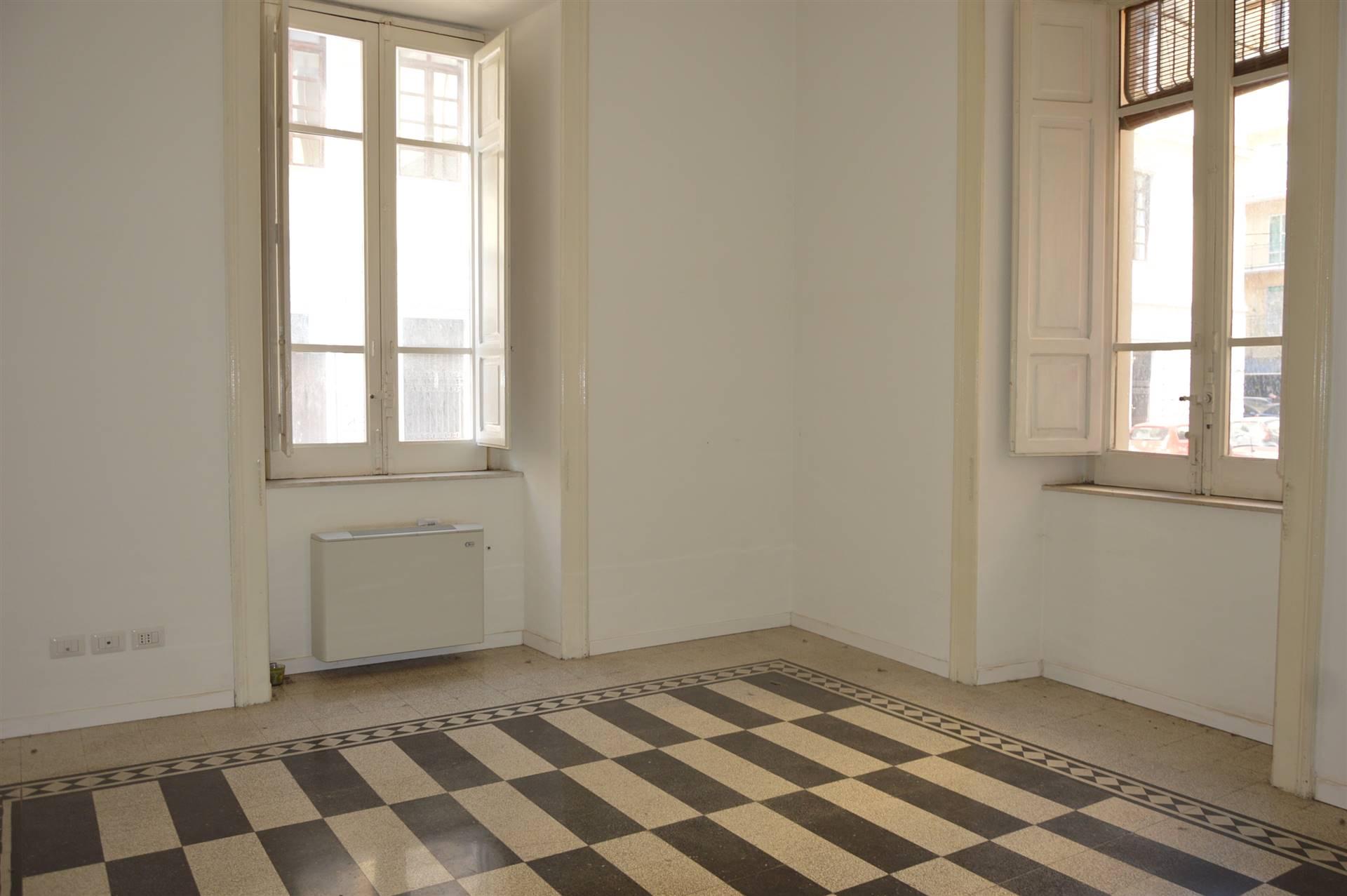 Appartamento in affitto a Salerno, 3 locali, zona Zona: Centro, prezzo € 700   CambioCasa.it