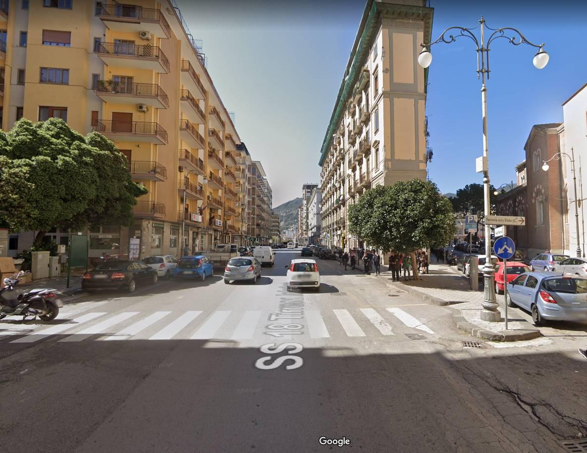 Attività / Licenza in affitto a Salerno, 5 locali, zona Zona: Centro, prezzo € 4.000 | CambioCasa.it