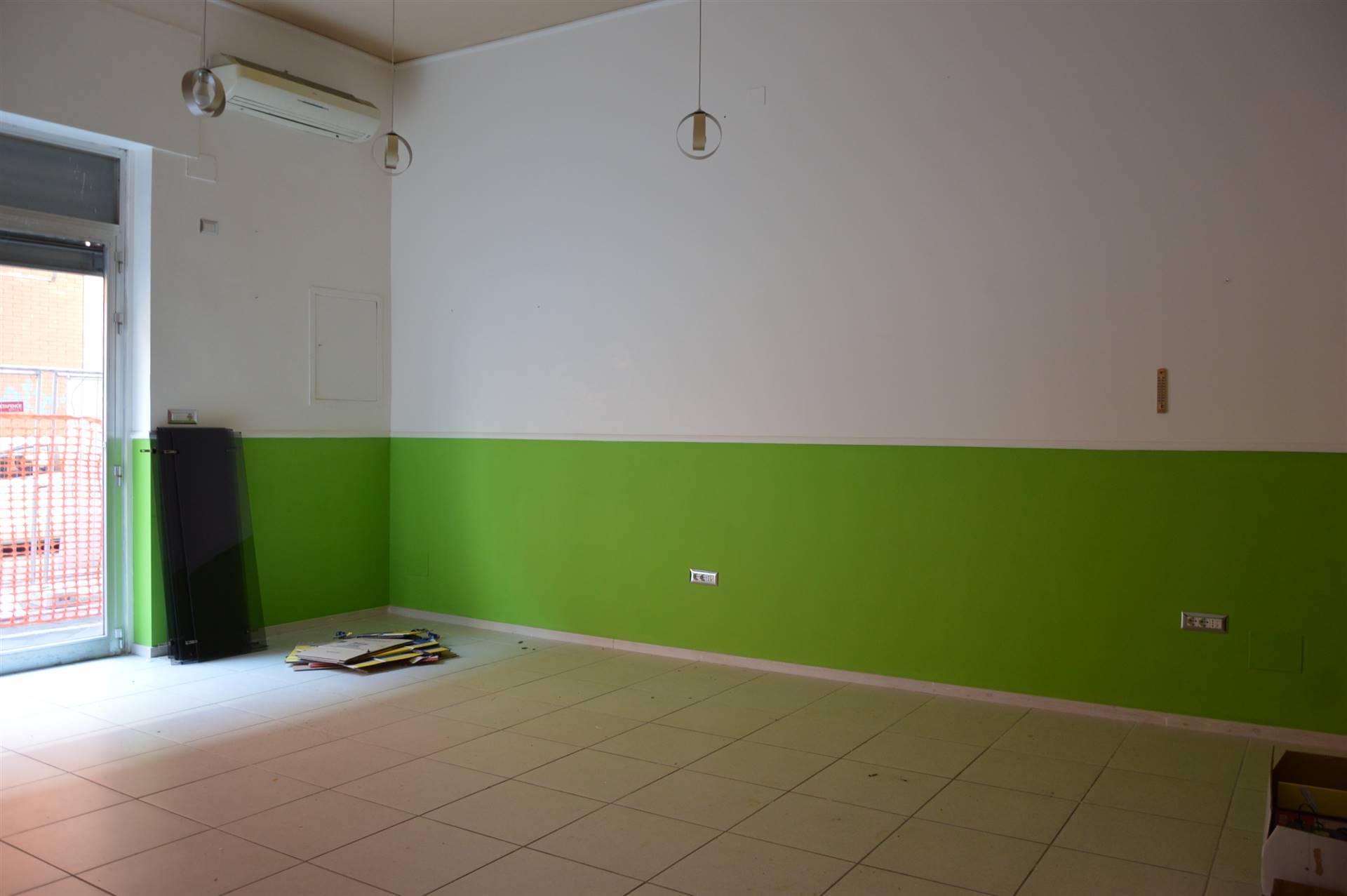 Negozio / Locale in vendita a Salerno, 1 locali, zona Zona: Torrione, prezzo € 99.000   CambioCasa.it