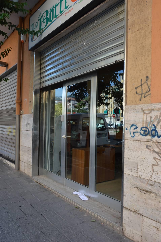 Negozio / Locale in vendita a Salerno, 1 locali, zona Zona: Pastena, prezzo € 100.000   CambioCasa.it