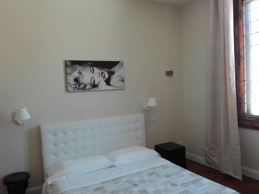 Borgo Ognissanti pressi, posto al terzo e ultimo piano di una bella palazzina, disponiamo di un delizioso appartamento recentemente ristrutturato,