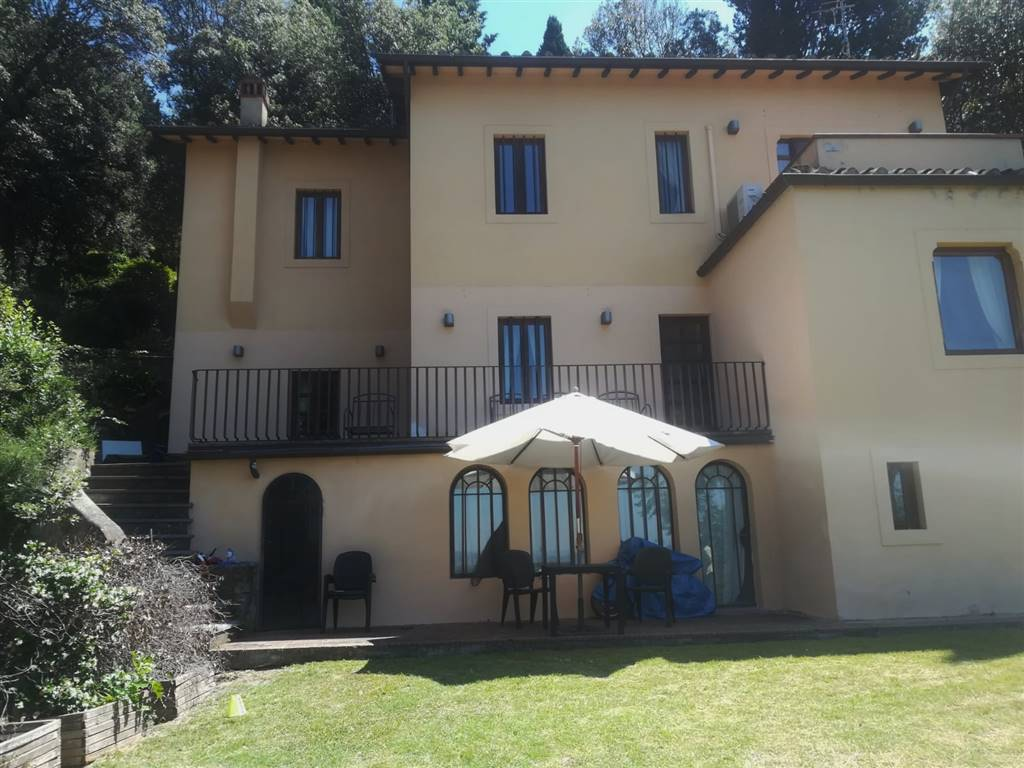 MAIANO, FIESOLE, Villa for rent of 280 Sq. mt., Excellent Condition, Heating Individual heating system, Energetic class: G, placed at Ground,