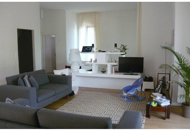 Sulla primissima collina di Bagno a Ripoli, elegante villa moderna in eccellenti condizioni. mq 500 comprensivi di vari annessi, molto luminosa,