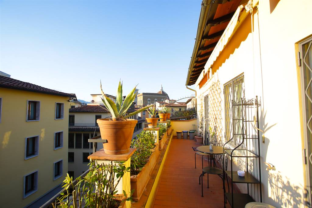 Ponte Vecchio - Via Por Santa Maria in palazzina con ascensore degli anni 50 in ottimo stato di manutenzione, proponiamo un meraviglioso appartamento