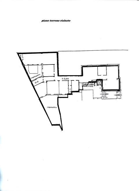 Affittiamo a Firenze zona viale Belfiore , ufficio su due piani di 486 Mq. di cui: - MQ. 260 al piano terreno suddivisi in undici stanze - un bagno.