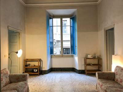 In signorile palazzo con ascensore a pochi metri da Piazza D. Repubblica appartamento piano 1° di mq 100 oltre balcone panoramico, composto da: