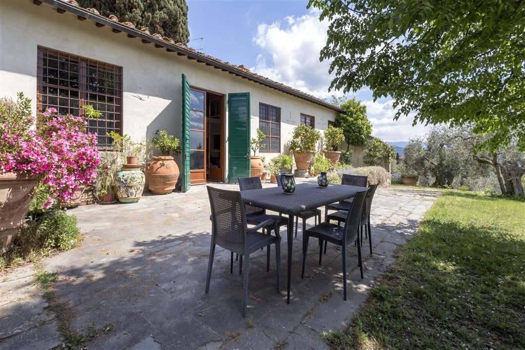 Pian dei Giullari, splendida limonaia in villa del cinquecento, con ingresso indipendente e in posizione dominante, con giardino privato, terreno