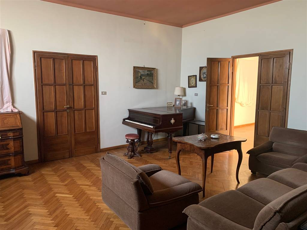 COMUNALE, FIRENZE, Apartment for sale of 300 Sq. mt., Be restored, Heating Centralized, Energetic class: G, placed at 5°, composed by: 9 Rooms,