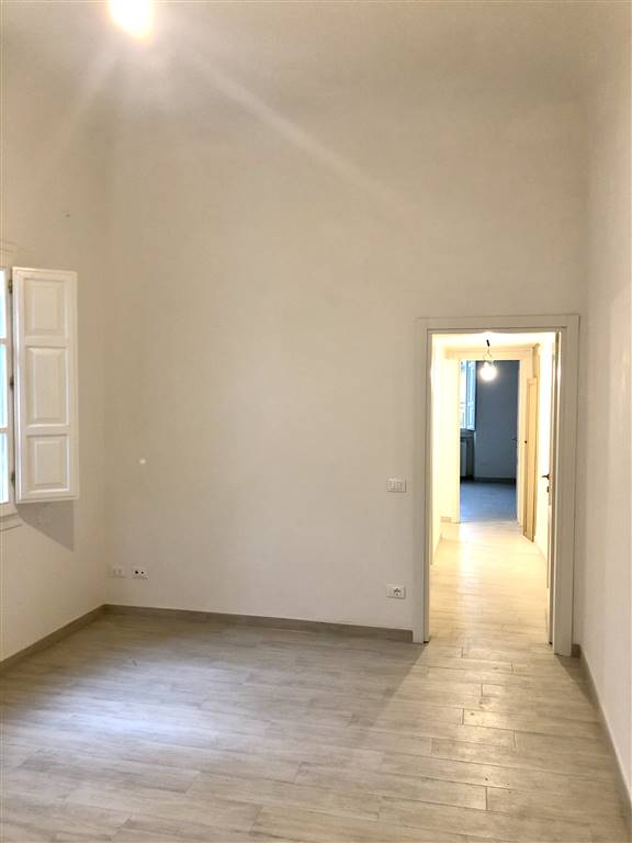 LUNGARNO GENERALE ARMANDO DIAZ, FIRENZE, Apartment for rent of 150 Sq. mt., Excellent Condition, Energetic class: G, placed at 3°, composed by: 6