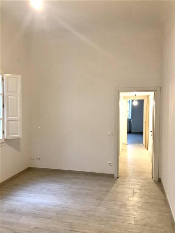 Via dei Benci pressi, nel cuore del centro storico fiorentino, bell'appartamento di ampia metratura, 3 piano senza ascensore, composto da soggiorno