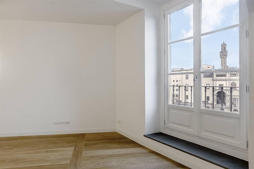 PONTE VECCHIO, FIRENZE, Appartement des vendre de 160 Mq, Restauré, Classe Énergétique: G, par terre 3°, composé par: 4 Locals, Cuisine indépendante,