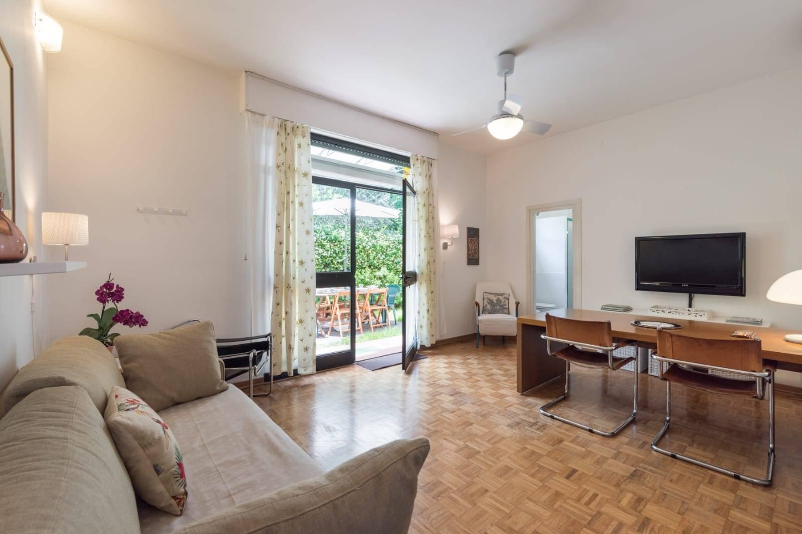 Piazza Savonarola pressi. L'appartamento è un appartamento confortevole, spazioso e luminoso situato in una zona residenziale a pochi minuti a piedi