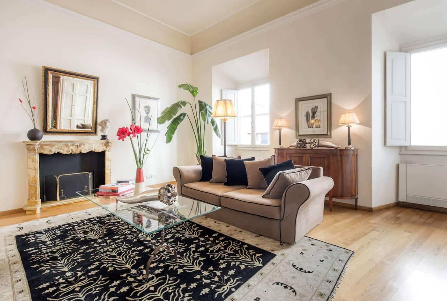 Nei pressi della famosa piazza di Santo Spirito, affittasi elegante appartamento di 190 mq, sito al secondo piano di palazzina tipica del centro