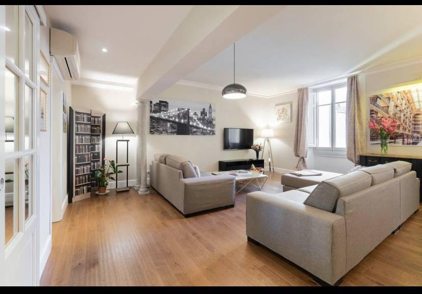 DUOMO, FIRENZE, Appartement des location de 115 Mq, Restauré, Chauffage Centralisé, Classe Énergétique: G, par terre 2° sur 3, composé par: 4 Locals,