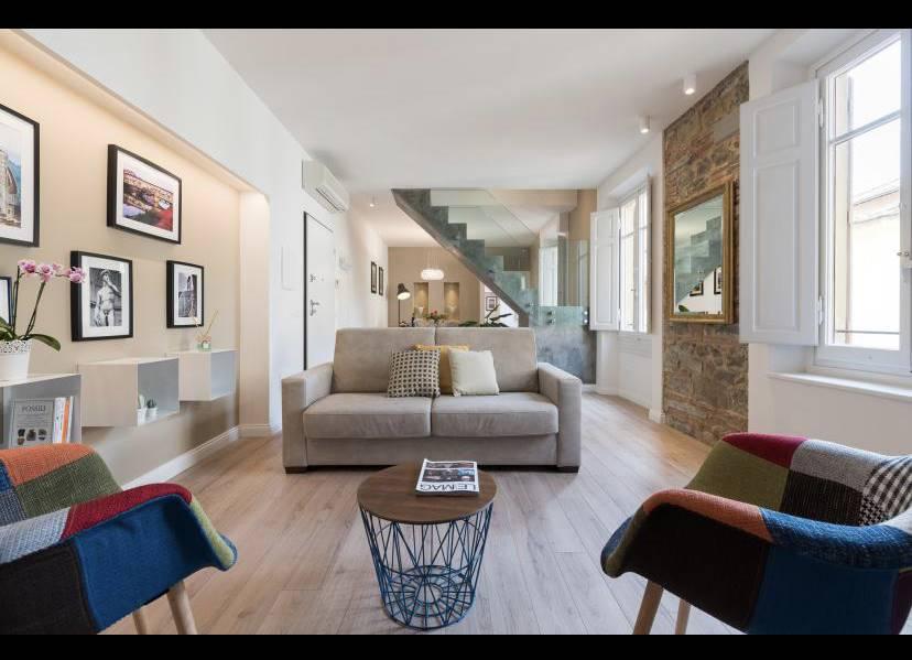 Contratto TRANSITORIO periodo breve. Disponibile da Dicembre 2020. Via dei Boni. Affittasi luminoso appartamento sito al secondo piano con ascensore.