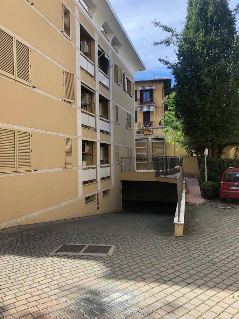 Via Giampaolo Orsini, in complesso residenziale di ultima generazione, ufficio A/10 di circa 90 mq con resede esterna di 80 mq e due garage.