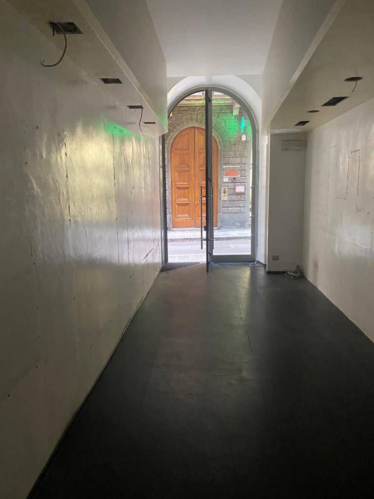 CENTRO STORICO, FIRENZE, Business unit for rent of 32 Sq. mt., Restored, Heating Individual heating system, Energetic class: G, placed at Ground,