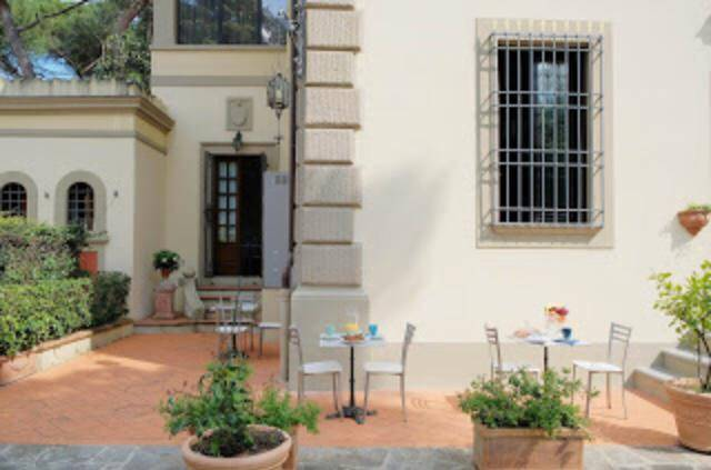 POGGIO IMPERIALE, FIRENZE, Villa for sale of 360 Sq. mt., Restored, Heating Individual heating system, Energetic class: G, placed at Ground, composed