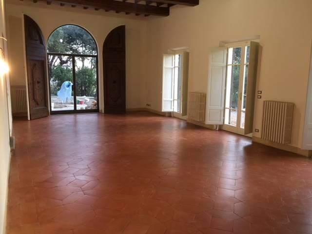 Cure pressi, affittasi appartamento in villetta, con ingresso indipendente e giardino esclusivo. L'appartamento ha una superficie di ca. 180 mq., con