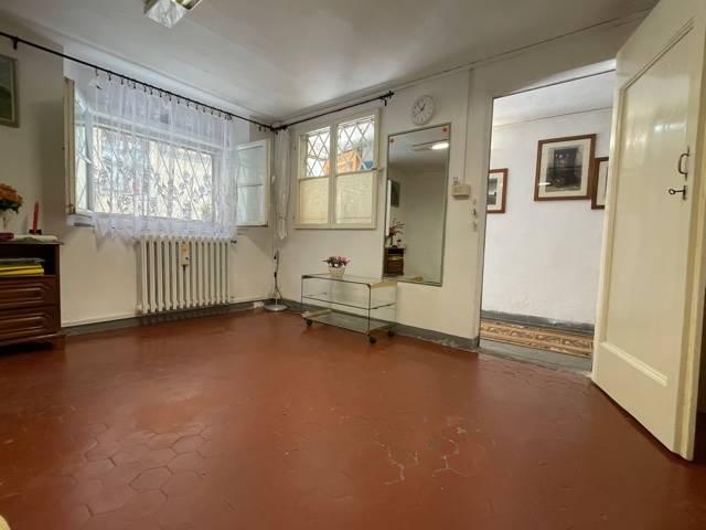 In via Montebello al piano terra disponiamo di un ufficio di circa 50 mq composto da un ingresso indipendente, una bella stanza luminosa ed un