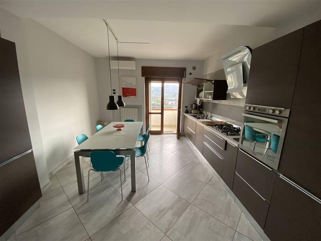 CAPEZZANO, PELLEZZANO, Appartamento indipendente in vendita di 130 Mq, Ottime condizioni, Riscaldamento Autonomo, Classe energetica: D, Epi: 198