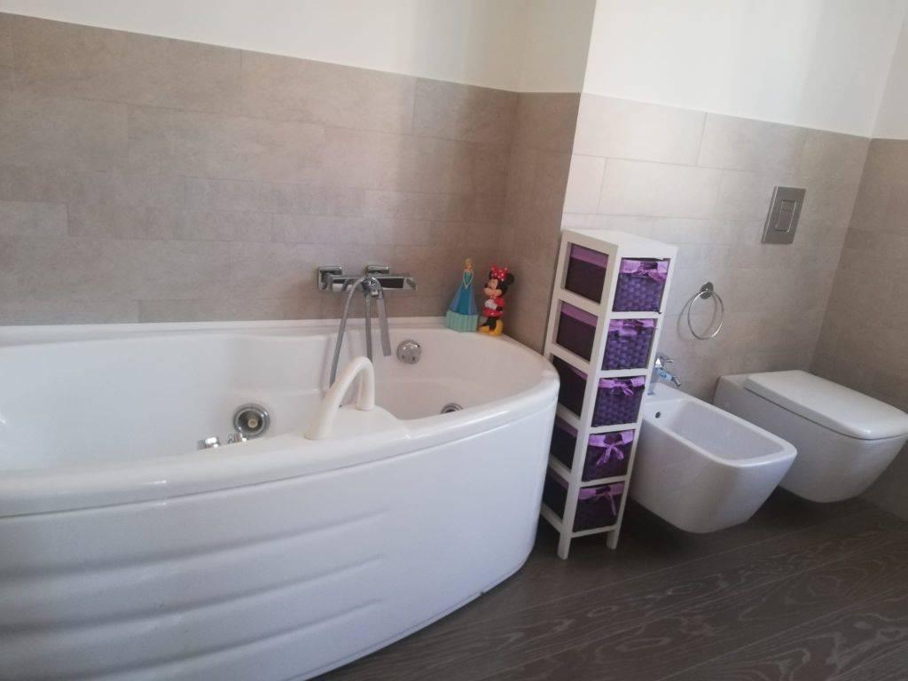 Foto bagno principale 2